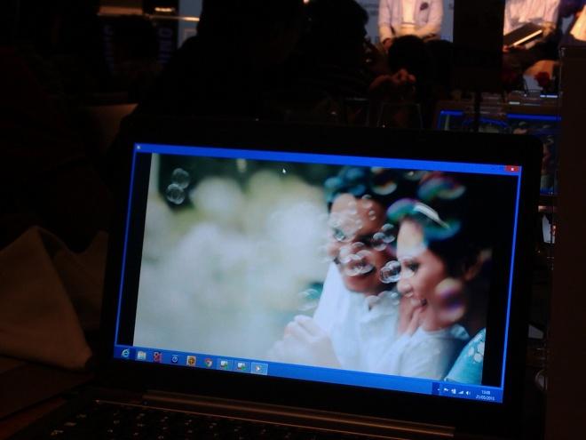 Video klip terbaru Maliq & D'essential dengan kualitas high resolution diputar di layar Full HD Series 7